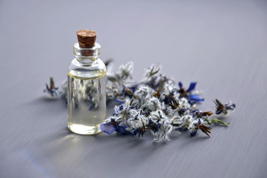 Cosmetic oil 3164684 1280